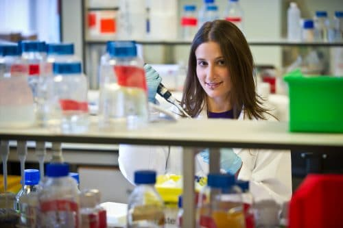 Melissa Lopez-Anton in lab