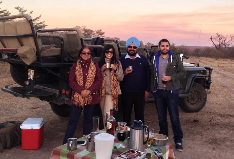 riya Mangat with her family